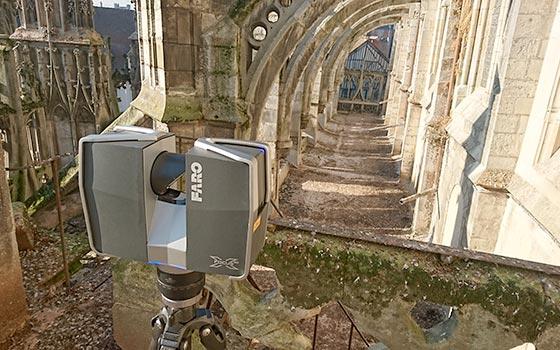 Scanner 3D FARO sur le toit de l'Abbaye de Saint Wandrille